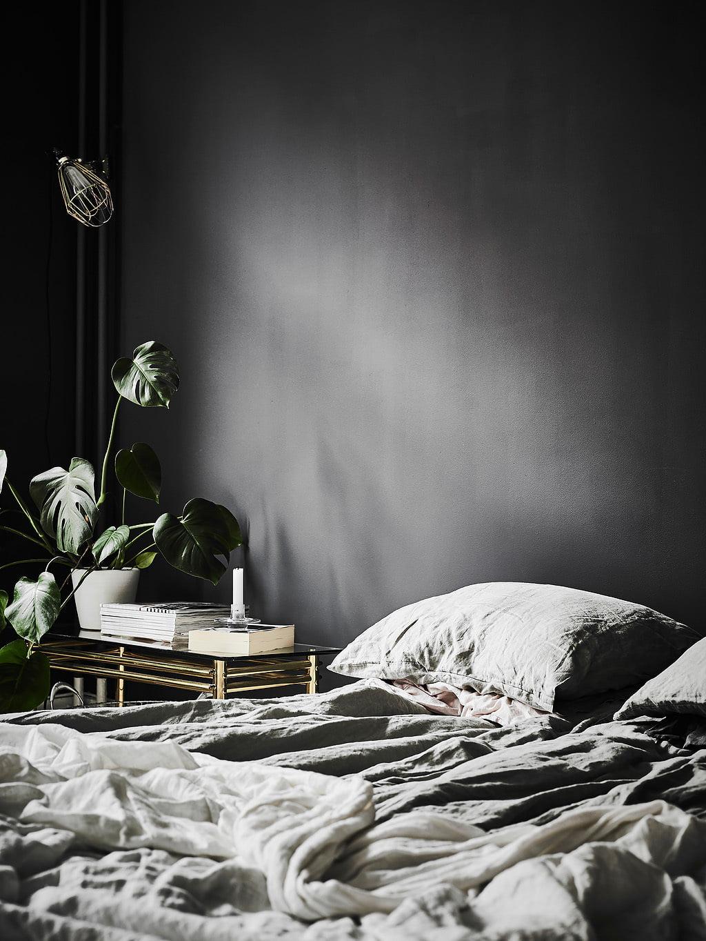bedroom-black-gold