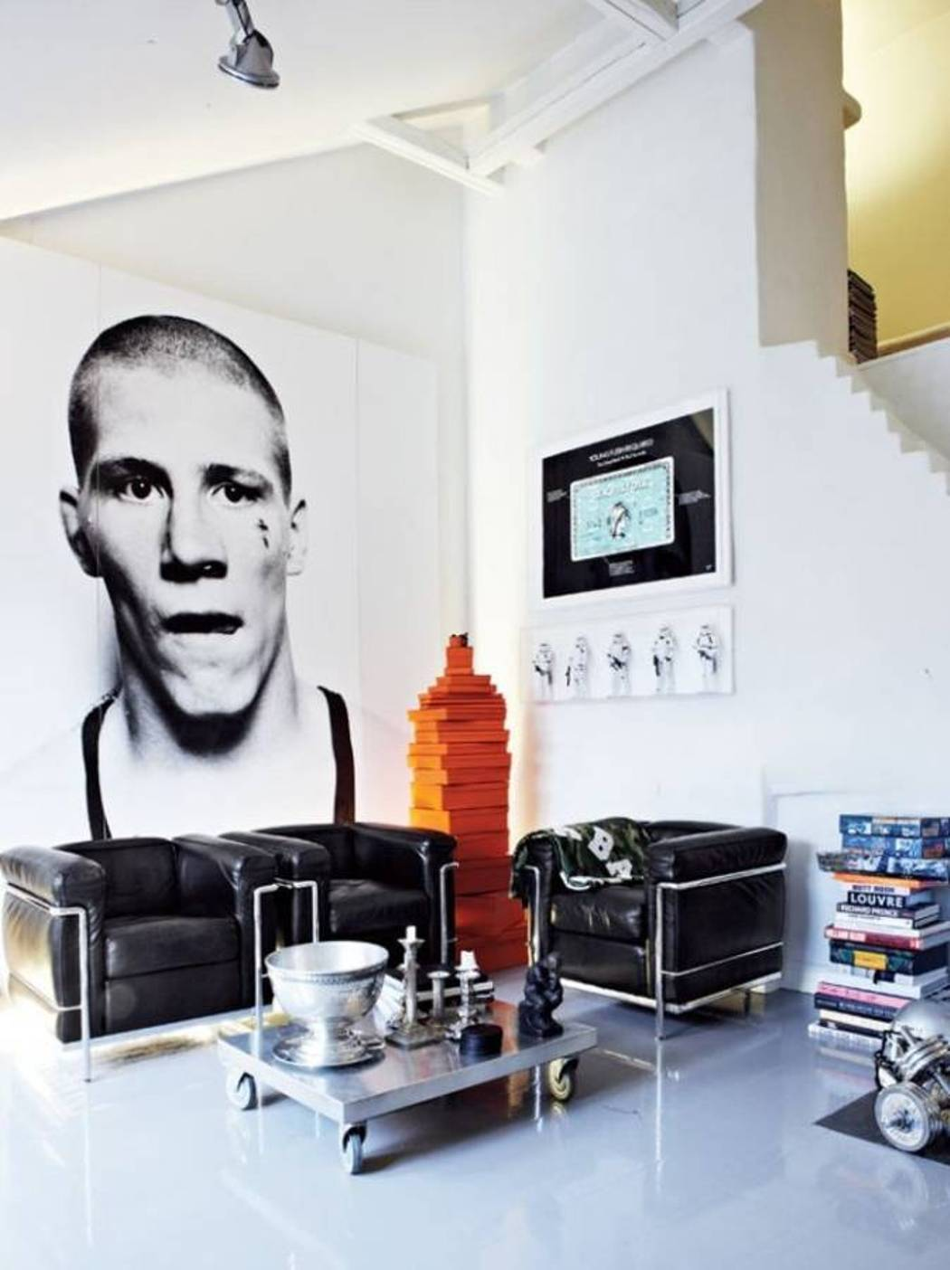 masculine-interior-with-large-wall-picture-and-leather-chairs