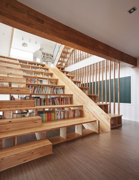 Awesome space for kids : indoor slide and library